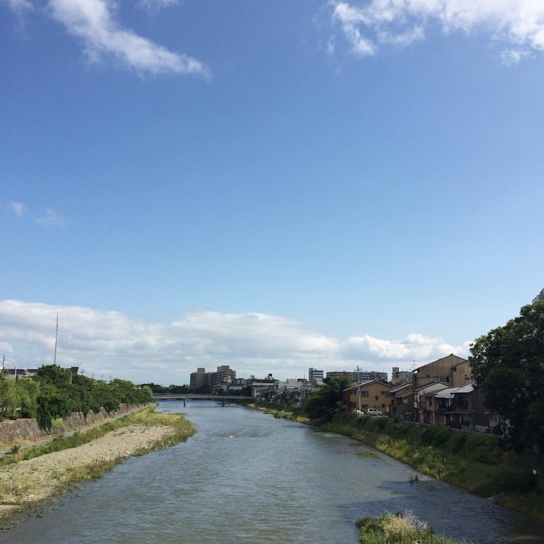 濁流と青空。 今日の鴨川 #kyokamo #sky #イマソラ