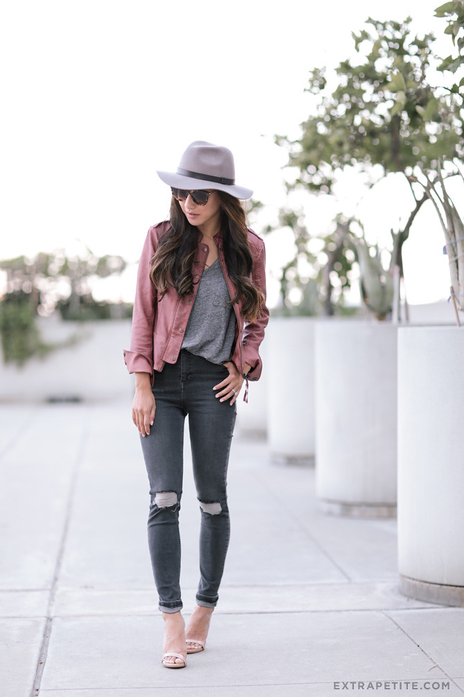 fall casual outfit_topshop gray jeans leather jacket