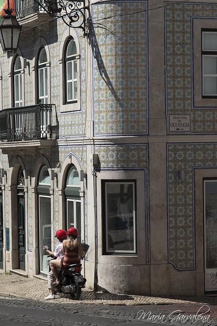 Lisboa - Moto en Travessa da Queimada
