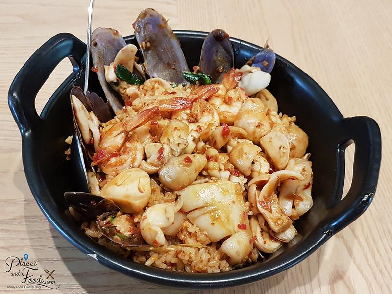 savoey seafood co bangkok tom yum fried rice