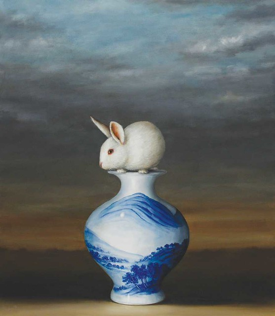 Kroll_Rabbit_Blue_White_Vase