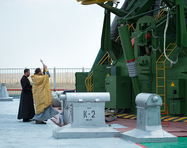 Expedition 48 Soyuz Blessing (NHQ201607060010)