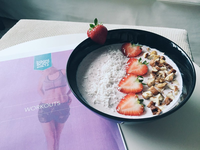 kayla itsines, treeni, workout, training, again, uudestaan, experiments, kokemuksia, miten tilata, how to order, kaylas training, kayla workouts, treeniohjelma, training program, smoothie bowl, fitfood, inspiration, fitness, urheilu, sports, voda collagen beauty juoma, drink,