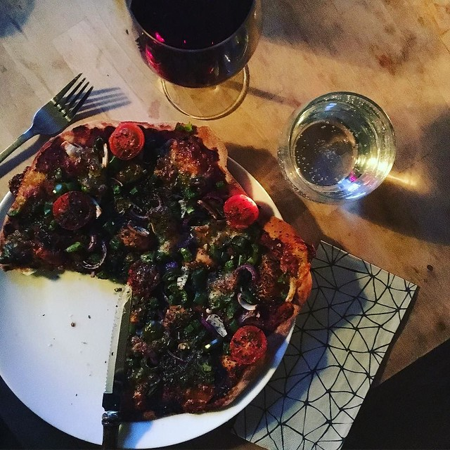 If I say so myself, I make a really rather good pizza. #pizza #primitivo #carbloading