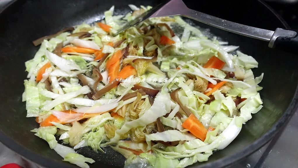 蔬菜菌菇多 素炒麵 (4)