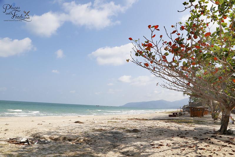 ao khanom kho khao beach side view