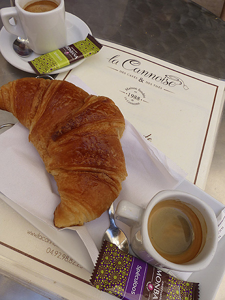 café croissant à la Cannoise