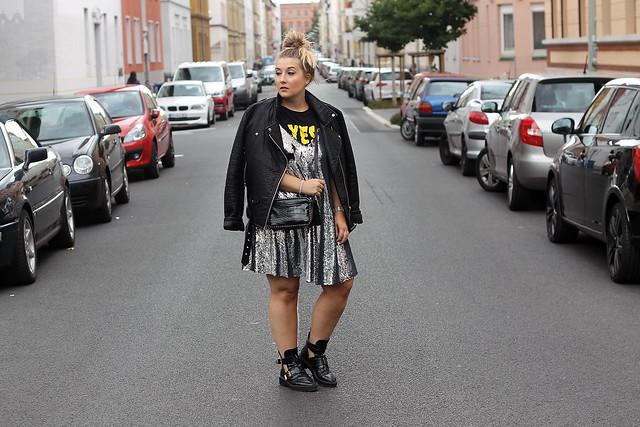 outfit-look-style-modeblog-fashionblog-pailettenkleid-über-shirt-zara-top-balenciaga-boots14