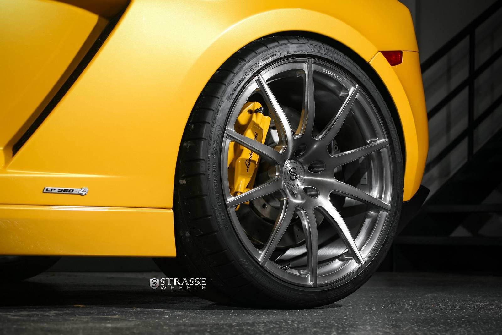 Фото Ламборджини Галлардо Спайдер на дисках Strasse Wheels