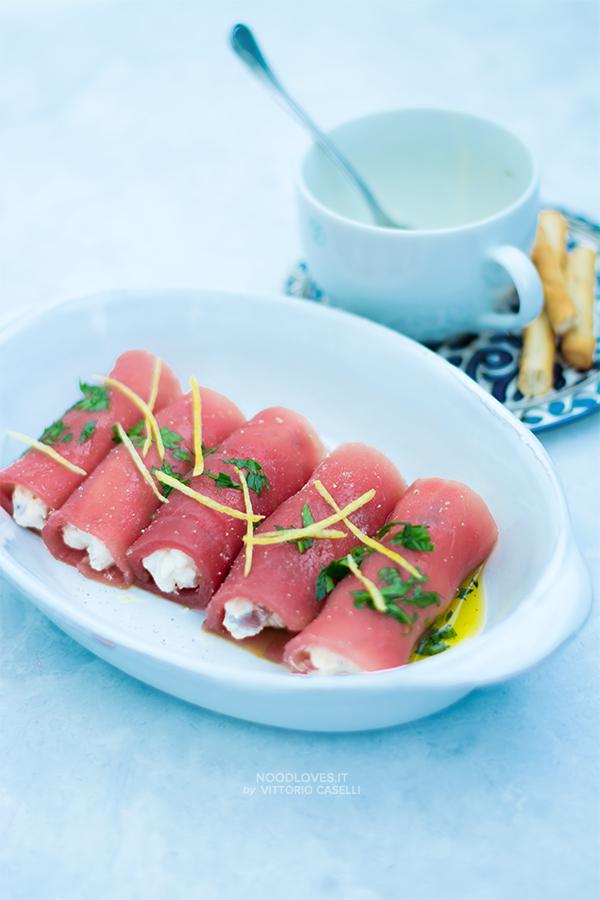 Involtini di tonno fresco e caprino con olive