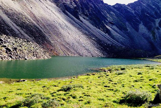 Озеро в горах. Шумак. Россия