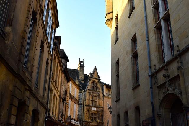 Streets of Sarlat, Dordogne Valley | www.rachelphipps.com @rachelphipps