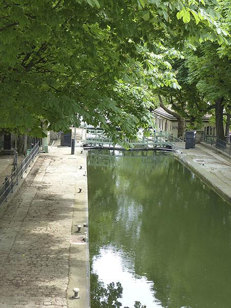 sous les marronniers du canal