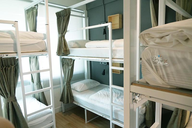 liveituphostel asok six bed room