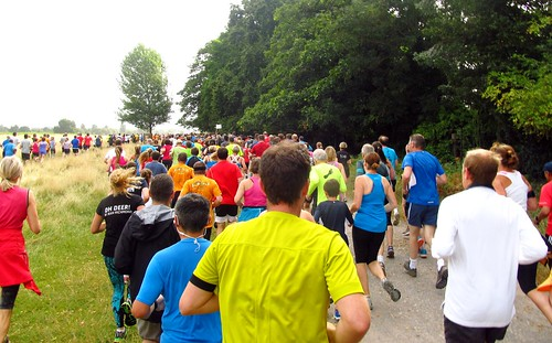 parkrunners setting off on Lime Avenue