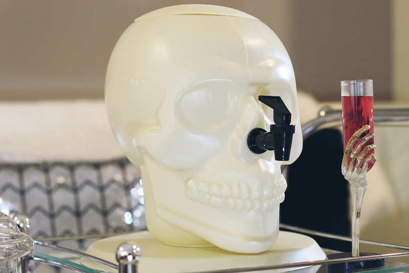 halloween-skull-drink-container-3