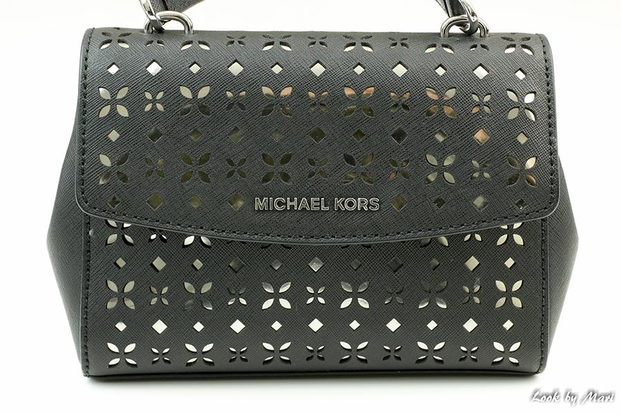 4 Michael Kors crossbody black musta pikkulaukku