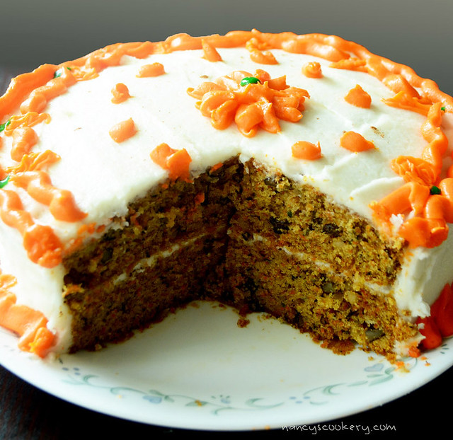 Carrot cake with cream cheese fosting
