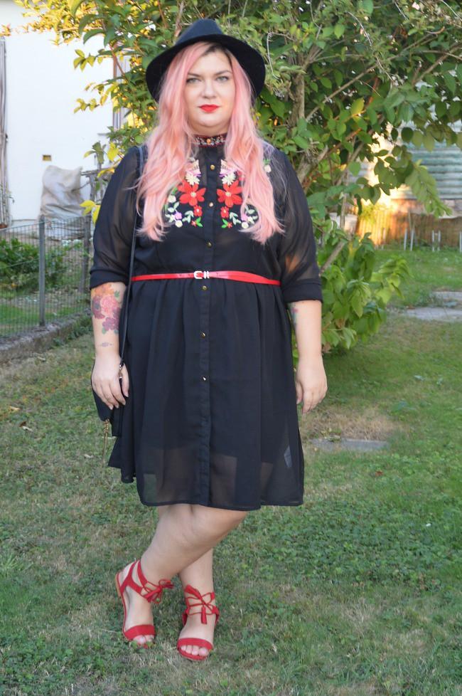 Outfit nero e rosso (2)