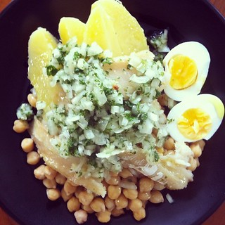 My lunch was better than yours: bacalhau com grão de bico. | by RealThai