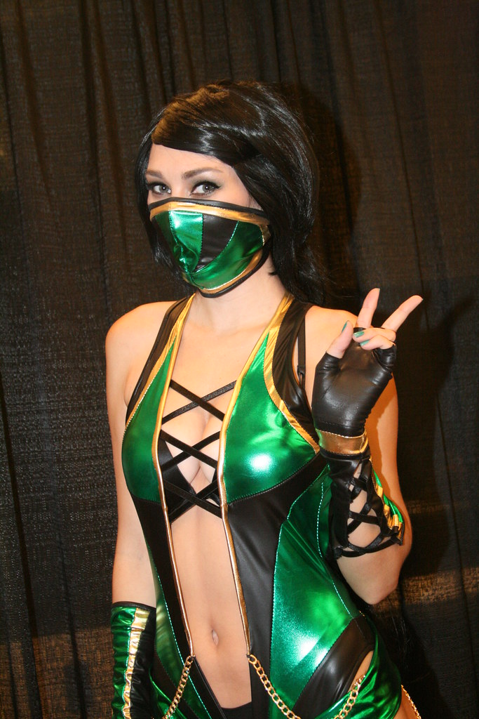 Jade Mortal Kombat Cosplay Character at San Francisco Comic Con