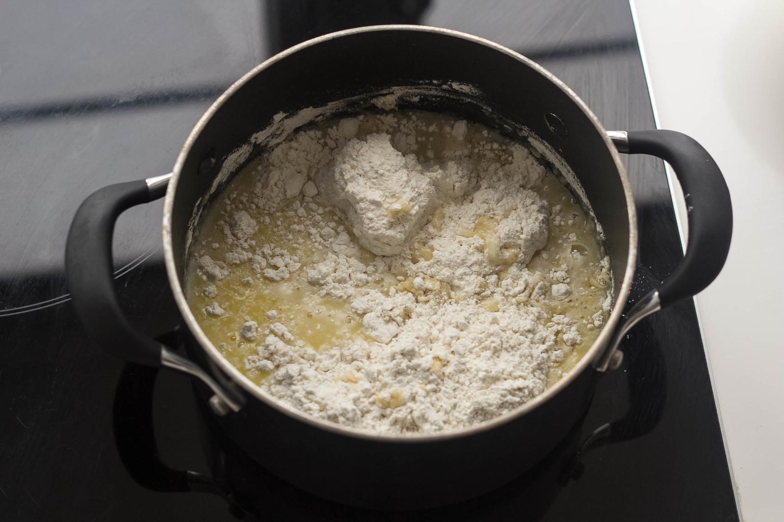 Step-by-step instructions for homemade Danish Borthday Cake (Kagemand)