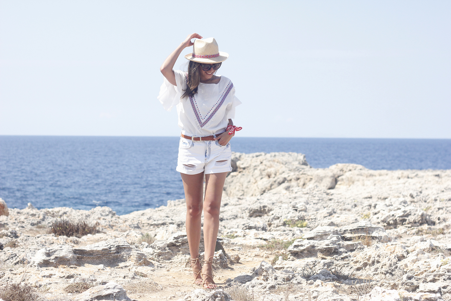 White Summer look bandana beach outfit08