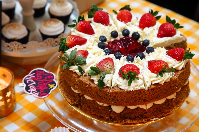 Apron Fools Cakes