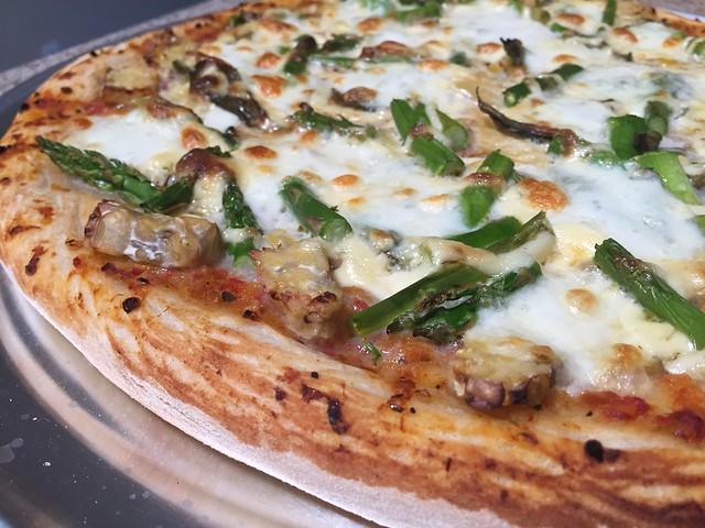 Tempeh/Asparagus Pizza
