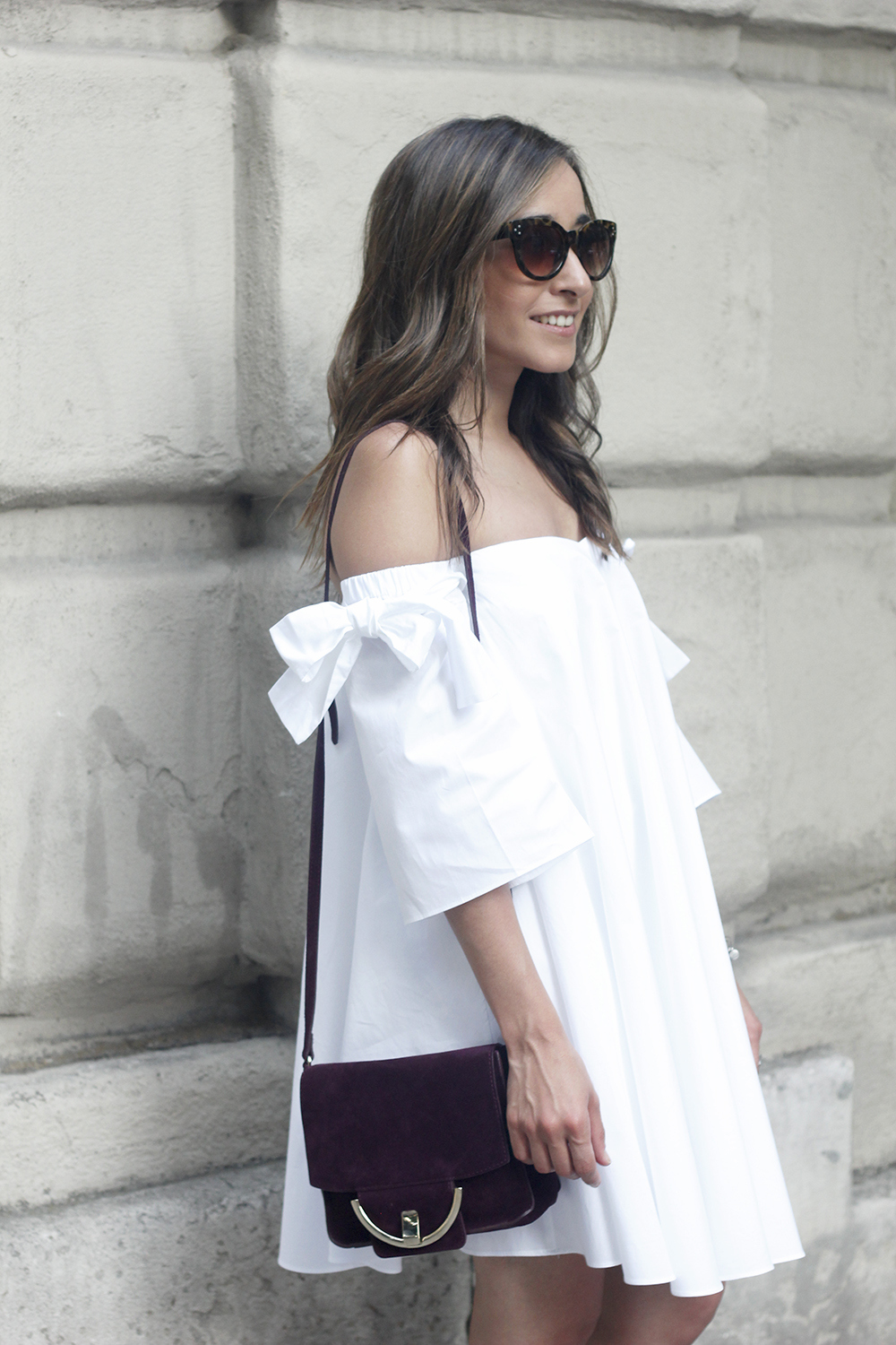 white off the shoulders dress sandals with pompoms burgundy uterqüe bag sunnies summer outfit13
