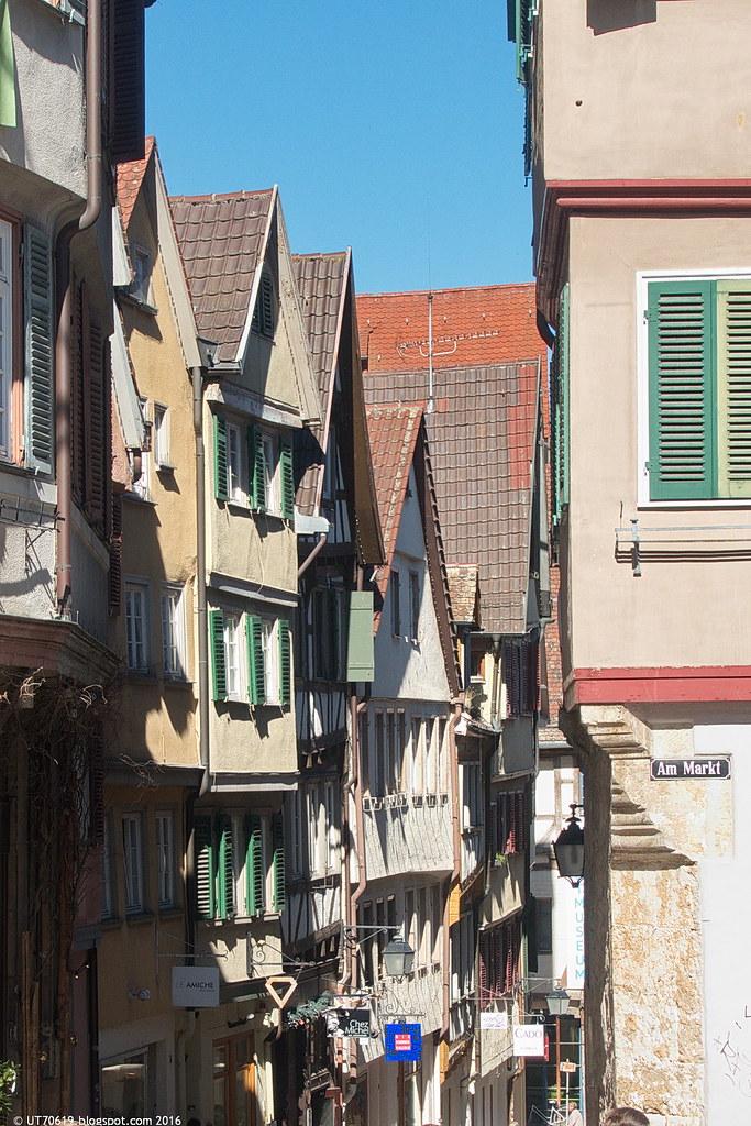 Marktplatz schiefe Häuser