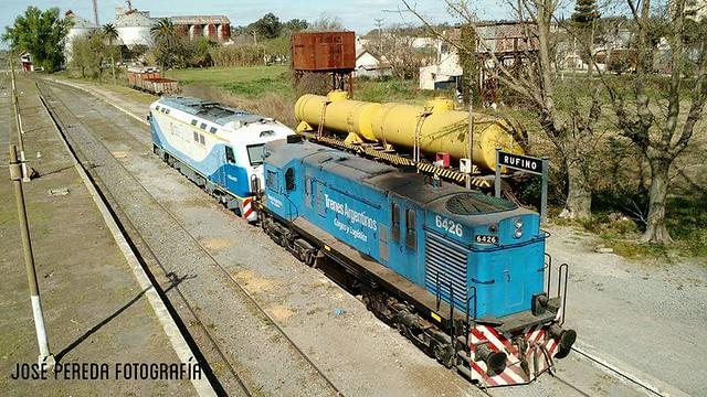 CKD8H 0007 + RSD35 6426 ARMANDO TREN 566 EN ESTACION RUFINO.- www.porlasviasdelpais.blogspot.com