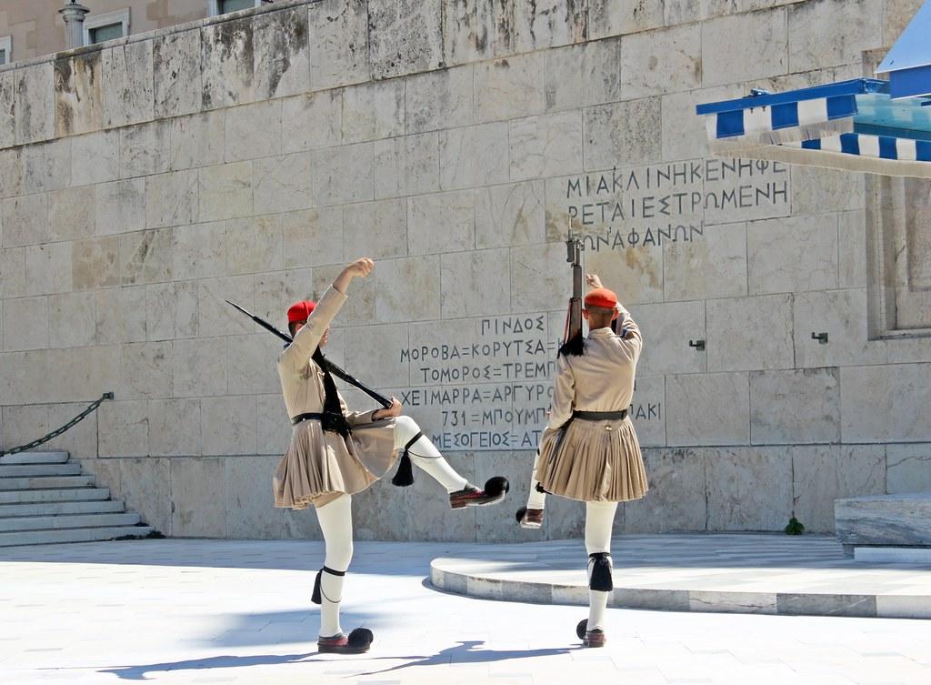 Cambio de Guardia en Atenas