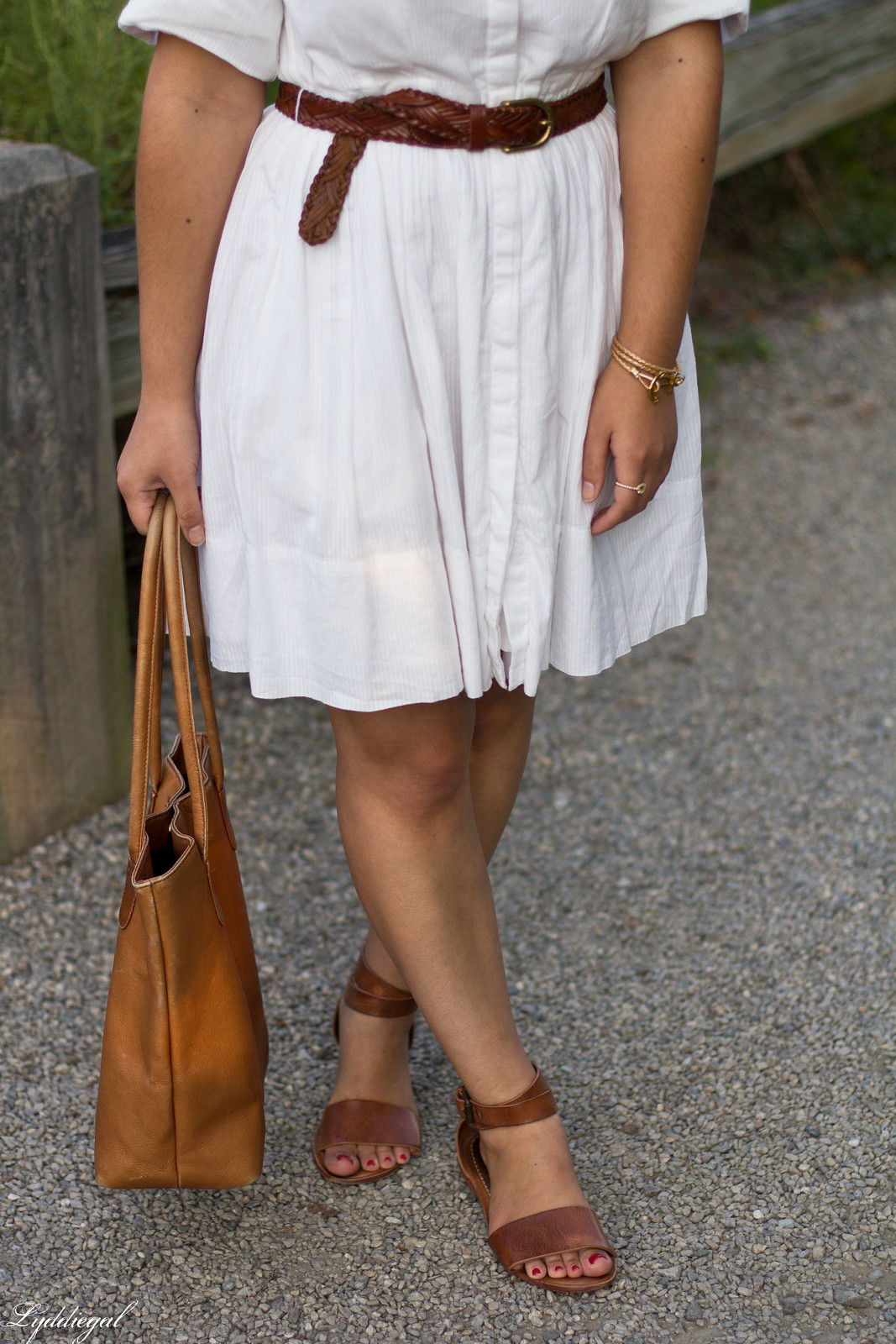 little white dress, brown leather tote bag, trask sandals-4.jpg