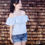 Off-shoulder ruffle tops