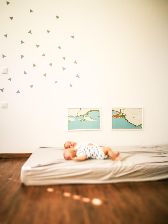 Dlaczego moje dzieci śpią na materacu, na ziemi?