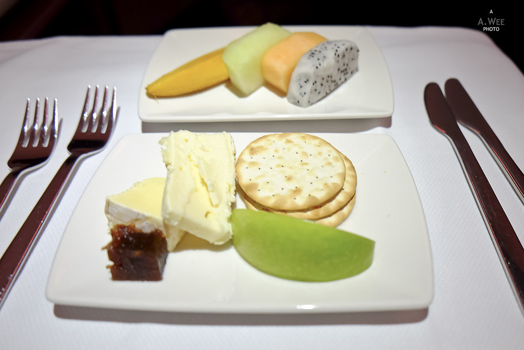 Cheese and crackers with fruits