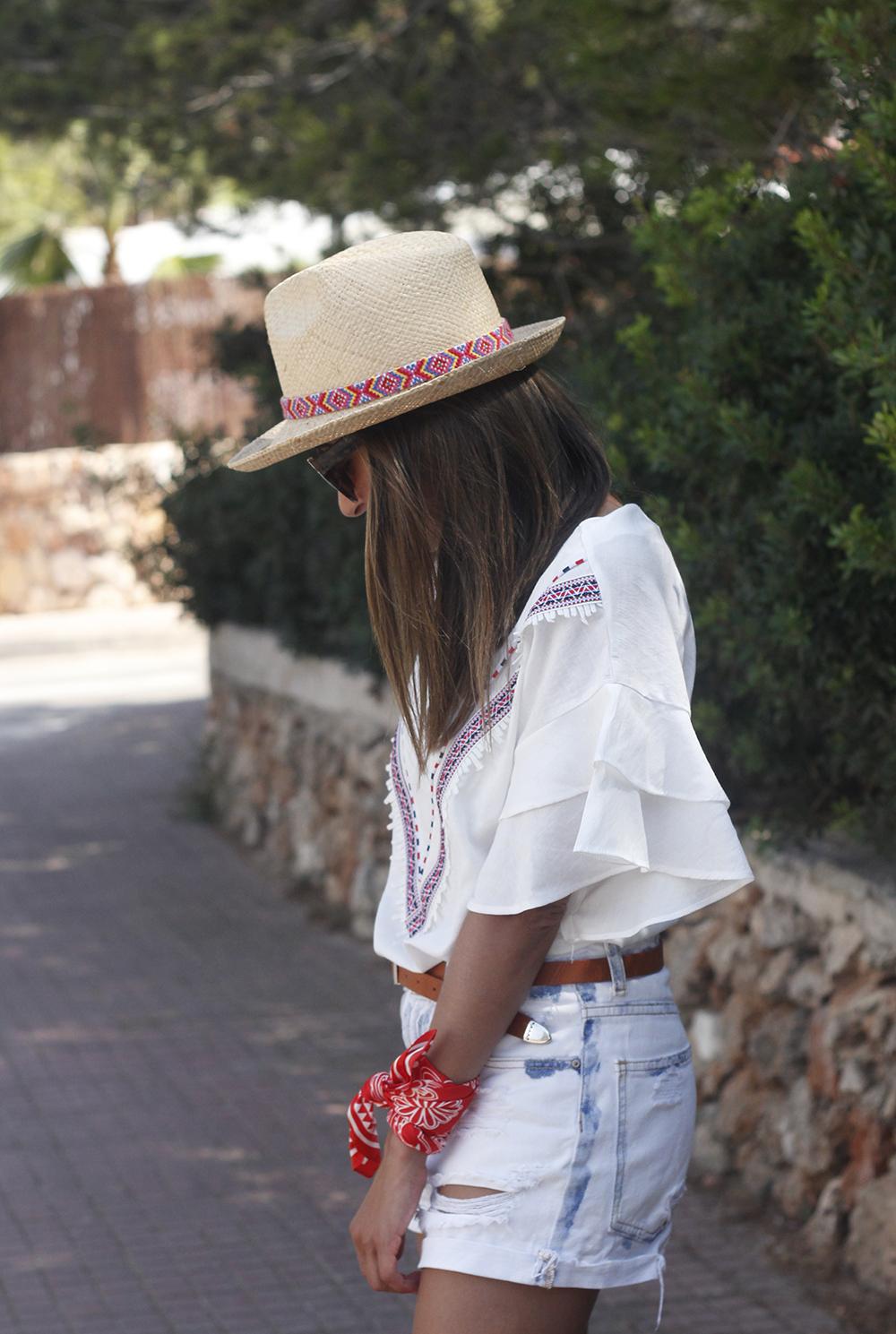 White Summer look bandana beach outfit10