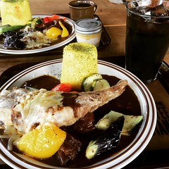 sparerib curry & summer veg curry❤︎ #squarefurniture_coffeestand #minoo #osaka #curry #latergran #スクエアファニチャーコーヒースタンド #箕面 #大阪 #カレー