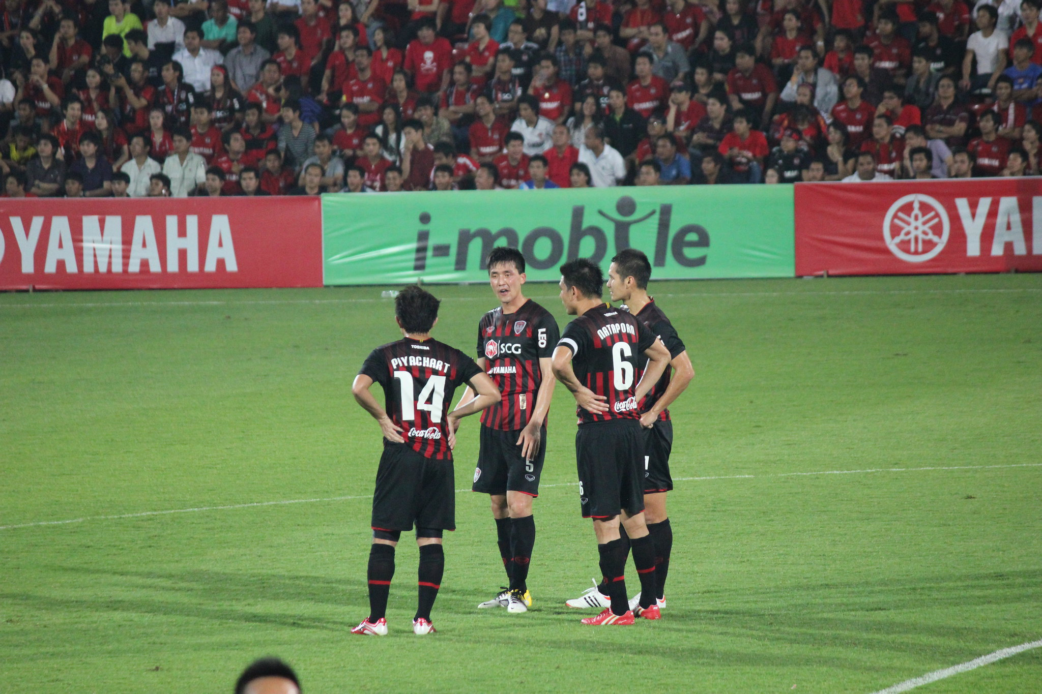 Muangthong United players on the pitch.