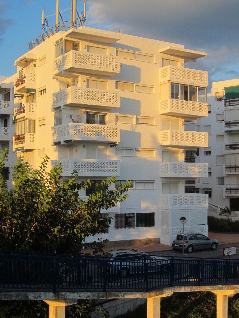 Living in Spain - Nightmare On a Balcony in Estepona | Live now – dream later travel blog