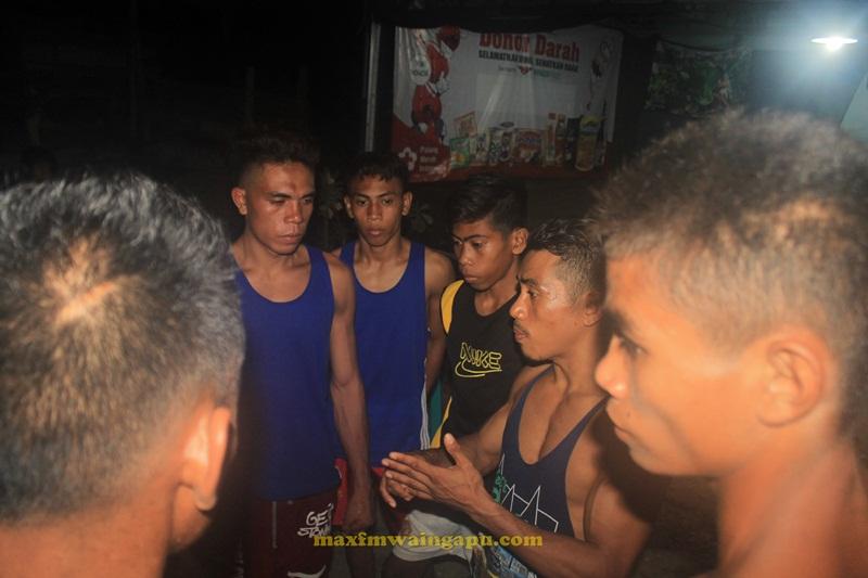 Chornezto Berbagi Ilmu Tinju Dengan Petinju Muda Sumba Timur
