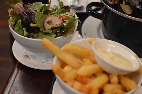 Small salad, Belgian fries