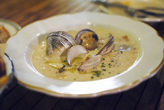 clam chowder farm-raised clams, neuske's bacon, weiser farms pee wee potatoes | by Darin Dines