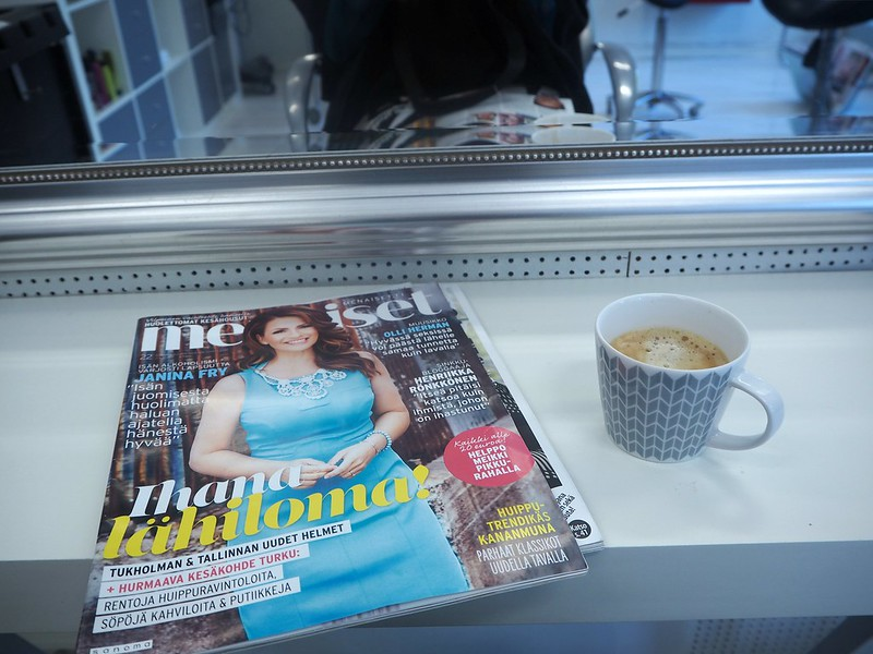 janimalmströmhairstylisthelsinkiP7129105, coffee break at hair salon, waiting, hair coloring, hairstylist visit,