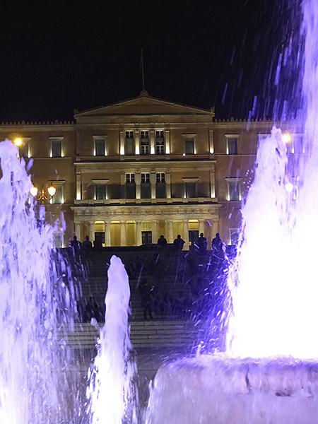 le parlement grec la nuit