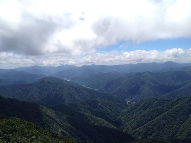 冠山 山頂より徳山湖方面