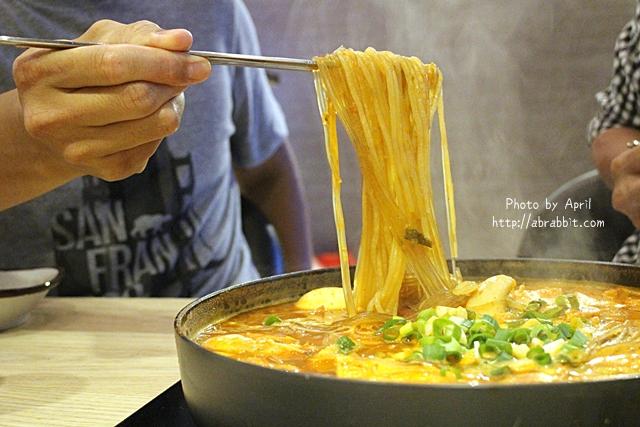 逢甲美食推薦|三清洞摩西 韓式年糕鍋-共鍋方式的年糕鍋