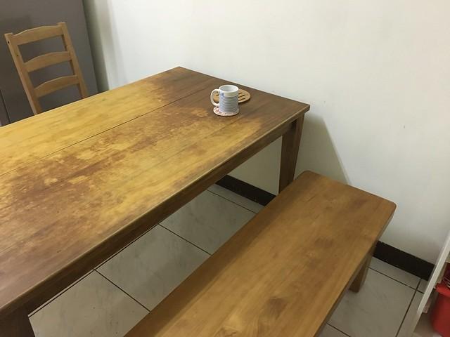 和餐桌搭在一起,真是令人感動的顏色@日光原木工坊U腳椅凳