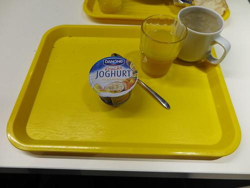 Fruchtjoghurt Pfirsich-Maracuja (vom Frühstücksbuffet im Ibis budget in Flensburg)